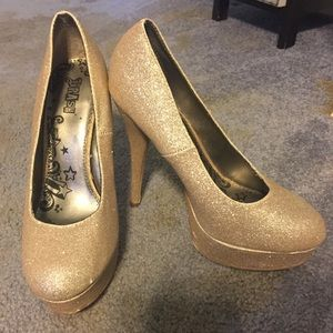 Gold glitter pumps